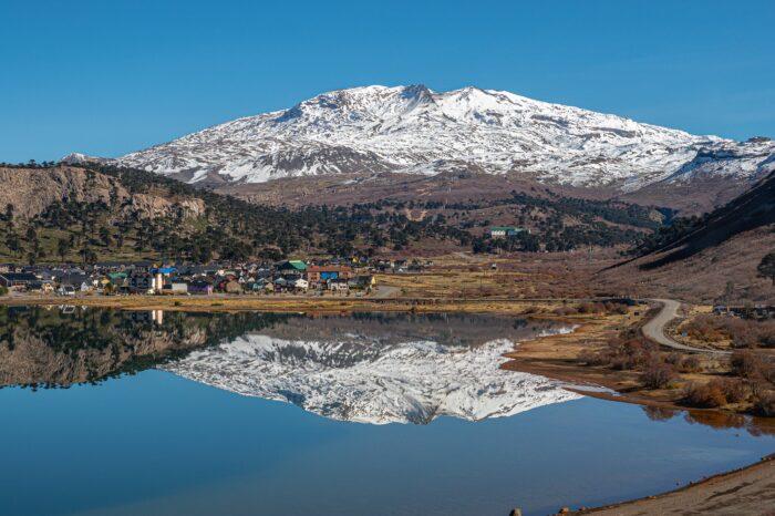 Laguna Las Mellizas y Base Volcán